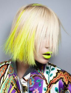Dye your hair simple & easy to yellow hair color - temporarily use yellow hair dye to achieve brilliant results! DIY your hair yellow with yellow hair chalk Ombre Wigs, Ombre Hair, Blonde Hair, Neon Lips, Yellow Hair, Neon Yellow, Pastel Yellow, Yellow Top, Color Yellow