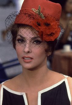 Gina Lollobrigida - film fashion in 1960.