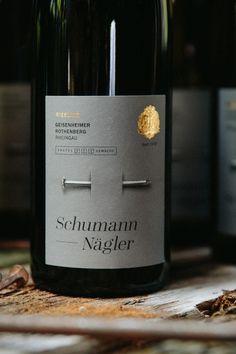 Schumann Nägler _ Packaging design by Ruska Martín Associates. See more at wine label design Wine Bottle Design, Wine Label Design, Wine Bottle Labels, Wine Purse, Beverage Packaging, Bread Packaging, Plastic Packaging, Box Packaging, Brand Identity Design