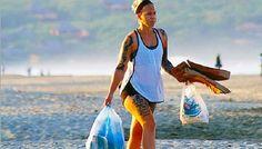 Extranjeros recogen basura de turistas nacionales en playas mexicanas.