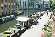 Floating Bookstore in London – Fubiz Media