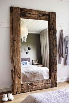 Cuanto más grande mejor...           ¿Os habéis dado cuenta de que los espejos están de moda?Y si son grandes... muy grandescolocados so...
