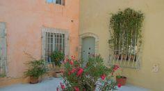 Farbtöne der Häuser in der Provence