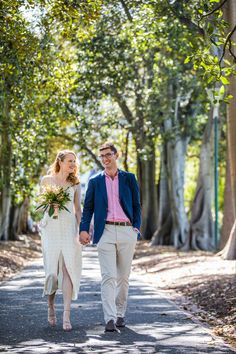 Did you know Treasury Gardens is the most popular bridal photo location for couples who tie their knot at the Victorian Marriage Registry? And it's for a good reason. Wedding Photographer Melbourne, Melbourne Wedding, Photo Location, Twenty One, The Twenties, Knot, Wedding Photos, Marriage, Gardens