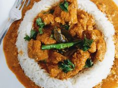 Mangalorean Coconut Chicken Curry - This Mangalorean Chicken Curry, also known as Kori Ghassi, is a special type of the world famous chicken curry, where pieces of Chicken are cooked in a spicy coconut gravy.