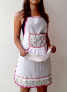 Love the idea of a towel sewn to the front of an apron Sewing Aprons, Sewing Clothes, Diy Clothes, Sewing Hacks, Sewing Projects, Cute Aprons, Apron Designs, Kitchen Aprons, Aprons Vintage