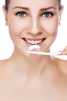 La mala higiene bucal es una causa del mal aliento