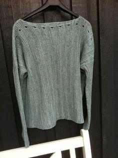 Nu fik jeg også lavet en til mig selv ..   nemlig en blå udgave af 'Bred bluse med smalle ærmer'   (læs mere for faktaboks :  her )...