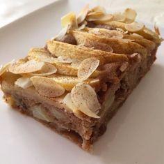 Kuru üzüm, elma ve muzla tatlandırdığım bu kek aslında rafine şekere hiç de ihtiyacımız olmadığının bir kanıtı sanki. Meyvelerdeki doğal şekerin verdiği tada alışınca rafine şeker kullanmaya hiç ge…