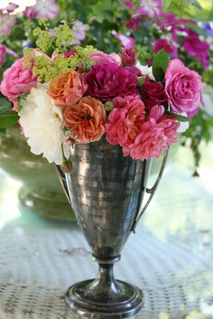 This would be a cool centerpiece for the Derby.  Trophy cup with red roses.