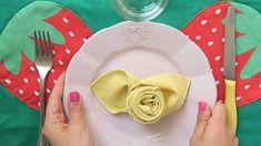 Ecco come piegare un tovagliolo a forma di rosa in pochi secondi