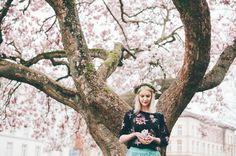 Soft Magnolia Portrait Shoot by Miriam Peuser Photography