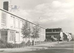 averkampstraat met sint thomasschool 1963 Historisch Centrum Leeuwarden - Beeldbank Leeuwarden