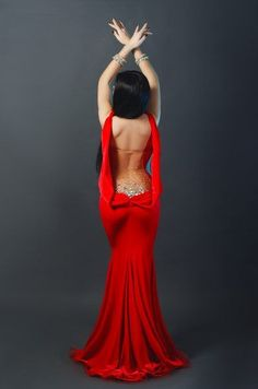 Love a backless dress, so much sexier than all bare!