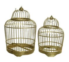 Elegantna in čudovita ptičja kletka je izdelana je iz kakovostnega bambusa. Odlikuje jo eleganten in dovršen dizajn. Je v zlati barvi. //  The elegant and beautiful bird cage is made of quality bamboo. It is distinguished by its elegant and sophisticated design.