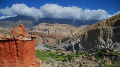Kamzang   Lo Montang This mythical land Mustang north of the 8000 meter peaks Annapurna and Dhaulagiri.   Formerly the Kingdom of Lo and a part of the Western Tibetan Kingdom of Ngari, people have inhabited this harsh region for thousands of years, some of the early dwellers living or meditating in ancient caves, rich in Buddhist art, which pepper the bizarre rock formations. Mustang became part of the Yarlung Dynasty of central Tibet.