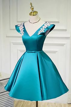 Prom Dress For Teens, V Neck A Line SatinAppliques Short Homecoming Dresses, cheap prom dresses, beautiful dresses for prom. Junior Bridesmaid Dresses, Homecoming Dresses, Pretty Dresses, Beautiful Dresses, Latest African Fashion Dresses, Ball Gowns Prom, Frack, Necklines For Dresses, Popular Dresses