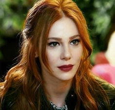 Copper hair that I want Beautiful Women Over 40, Beautiful Girl Image, Gorgeous Redhead, Beautiful Lips, Beatiful People, Elcin Sangu, Prettiest Actresses, Copper Hair, Turkish Beauty