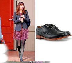 """на Анастейше Стил (Дакота Джонсон) черные ботинки """"Оксфорды"""" от GRENSON"""