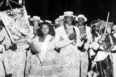 Desfile da Escola de Samba Portela, que em 1958 conquistou o título de bicampeã do carnaval  Rio de Janeiro, 1958. Correio da Manhã