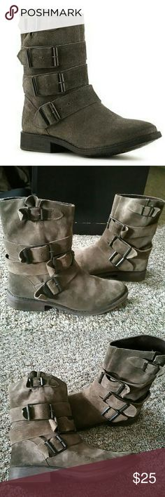 Zigi Soho Crumpet Boots Zigi leather boots in a sand/brown/beige color. Awesome boots, but run a little small. Size 7.5, would work best for a size 7. Zigi Soho Shoes Combat & Moto Boots