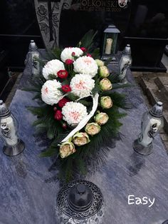Large Flower Arrangements, Funeral Flower Arrangements, Funeral Flowers, Christmas Table Decorations, Flower Decorations, Cemetery Decorations, Cemetery Flowers, Fondant Rose, Sympathy Flowers