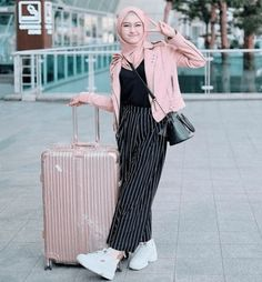 Pin By Ryza On Hootd In 2019 Hijab Fashion Hijab Outfit Fashion Hijab Casual, Ootd Hijab, Hijab Chic, Casual Outfits, Muslim Fashion, Modest Fashion, Trendy Fashion, Fashion Trends, Ideas Hijab