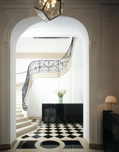 interior design hall entryway foyer of house home: black white checkerboard tiled floor, ornate stone staircase, arched entry (nb) Interior Exterior, Home Interior, Interior Architecture, Interior Design, Interior Photo, Design Entrée, Home Design, Floor Design, Design Concepts