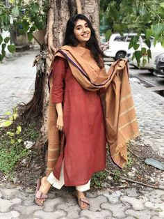 Organic handwoven kurta in malkha cotton and natural dyed. Simple Kurta Designs, Kurta Designs Women, Ethnic Outfits, Indian Outfits, Pakistani Outfits, Dress Indian Style, Indian Dresses, Girl Outfits, Fashion Outfits