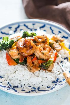 Healthy Teriyaki Shrimp Broccoli Stir Fry is ready in 30 minutes and is an easy asian recipe when you want dinner quickly. lo mein recipe chinese food stir fry Teriyaki Shrimp Broccoli Stir Fry (Ready in 30 mins) Teriyaki Stir Fry, Teriyaki Shrimp, Easy Asian Recipes, Healthy Dinner Recipes, Healthy Dishes, Vegetarian Meals, Clean Recipes, Chow Mein, Camarones Teriyaki
