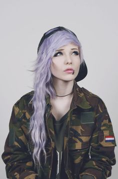 Purple pastel hair >> SHe looks like female andy biersack>> THATS WHAT SHE LOOKS LIKE!! I was wondering ~Ali