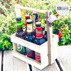 Skvělý pivní dárek nejen pro muže. Degustační sada 6 evropských piv je v originální dřevěné přepravce s otvírákem na straně pro snadný přenos.