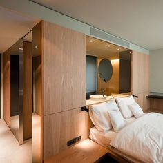 See through vanity counter and those small reading wall lights 568 11 Rifé, Francesc Hotel Sana Berlin H Design, Yacht Design, Design Ideas, Design Commercial, Hotel Room Design, Hotel Interiors, Hotel Suites, Home Bedroom, Bedrooms