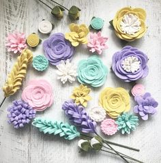 crafts with wool Wool Felt Fabric Flowers - Flower Embellishment - Spring - Large Posies - 28 Flowers & 20 leaves - Create Headbands, DIY Wreaths, Garlands Wine Bottle Crafts, Mason Jar Crafts, Mason Jar Diy, Felt Flowers, Diy Flowers, Paper Flowers, Spring Flowers, Spring Plants, Floral Flowers