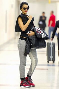Celebrity Airport Style, Fashion, Outfits & Looks (Glamour.com UK)