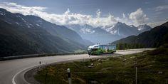 Le passage du Col de la Bernina avec le bus-exposition ©Alan Humerose Train, Mountains, Nature, Openness, Dating, Noel, Naturaleza, Outdoors, Natural