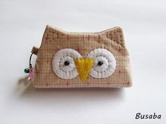 Handmade coin purse Owl Ready to Ship by Busaba on Etsy Fabric Purses, Fabric Bags, Sewing Crafts, Sewing Projects, Japanese Patchwork, Owl Crafts, Quilted Bag, Small Bags, Purses And Bags