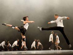 """""""Rito de Passagem"""" é o espetáculo de dança que 44 jovens do Núcleo Luz apresentam nos dias 7 e 9 no palco do Theatro São Pedro, com entrada Catraca Livre."""