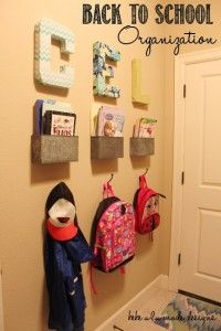 Entryway organization ideas - Get ready for back to school with this backpack organization. School Bag Storage, Back To School Organization, Back To School Hacks, Entryway Organization, Organization Ideas, Storage Ideas, School Stuff, Hallway Storage, Storage Solutions