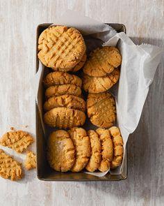 Easy Gluten-Free Peanut Butter Cookies Gluten Free Peanut Butter Cookies, Classic Peanut Butter Cookies, Gluten Free Cookie Recipes, Delicious Cookie Recipes, Ginger Cookies, Gluten Free Desserts, Yummy Cookies, Free Recipes, Bhg Recipes