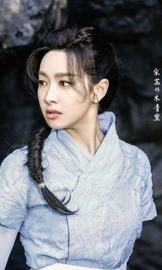 Victoria Song Qian 宋茜 Victoria Fx, Victoria Song, Queen Victoria, Kpop Girl Groups, Kpop Girls, Song Qian, New Board, Sulli, Hanfu
