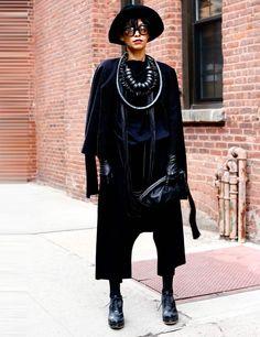 newest 5ec36 4dbb5 New York Fashion Week Autumn Winter 2013 Street Style   ELLE UK Gatumode,  Hattar För