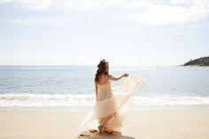 Ensaio de 15 anos da bela argentina Oriana, realizado na praia de Taquaras - Santa Catarina.  Beauty e Styling: Carlos Anacleto Foto: MauLoa Fotografia