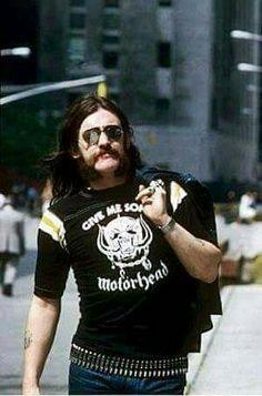 Ay!! K guapo mi Lemmy.Un beso mi ángel