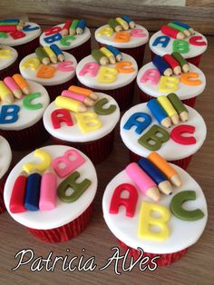 Cupcakes decorados para formatura do ABC.