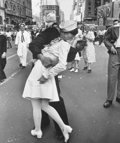 The tumultuous celebration ofV-J Day in Times Square,New York City, 1945.Photo © Alfred Eisenstaedt/LIFE