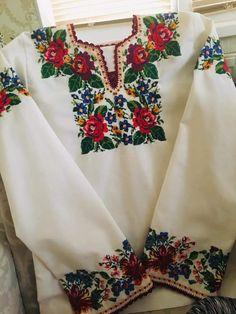 Floral Tops, Long Sleeve, Sleeves, Model, Fashion, Feminine Fashion, Chrochet, Needlepoint, Women