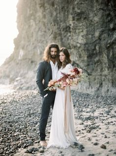 Oregon coast wedding shoot with plum & apricot florals via Magnolia Rouge Elopement Wedding Dresses, Beach Elopement, Elope Wedding, Wedding Beach, Wedding Photoshoot, Wedding Shoot, South Africa Beach, Wildwood Beach, Vow Renewal Beach