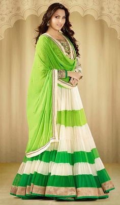 Lara Dutta Green and Cream Georgette Floor Length Anarkali Suit Price: Usa Dollar $215, British UK Pound £126, Euro158, Canada CA$229 , Indian Rs11610.