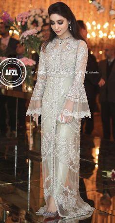 New sewing dress wedding bridal collection Ideas Pakistani Fashion Party Wear, Pakistani Wedding Outfits, Indian Bridal Outfits, Indian Designer Outfits, Designer Dresses, Shadi Dresses, Pakistani Formal Dresses, Pakistani Dress Design, Indian Dresses